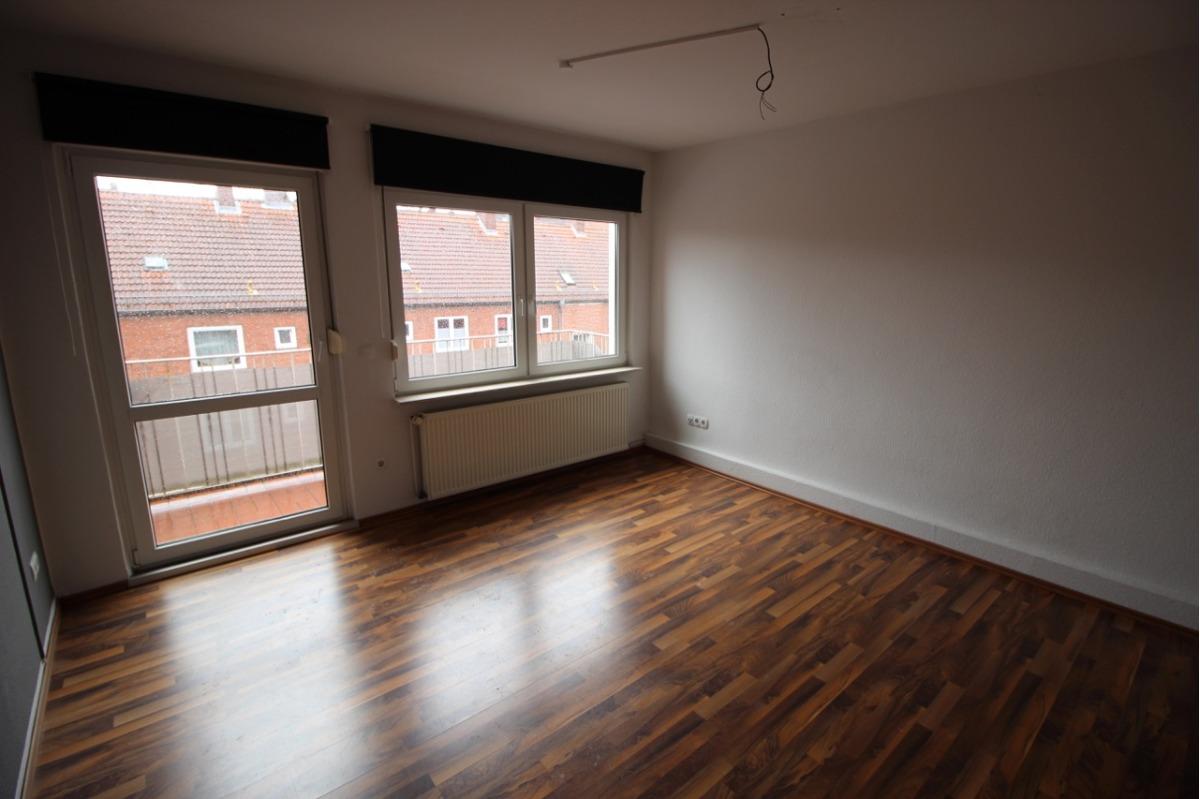 Vorschau von Wohnzimmer mit Balkon