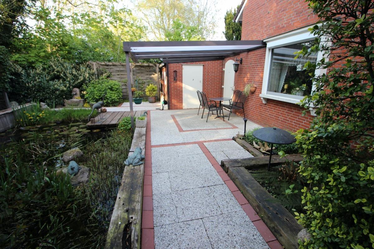Vorschau von Pool mit Terrasse